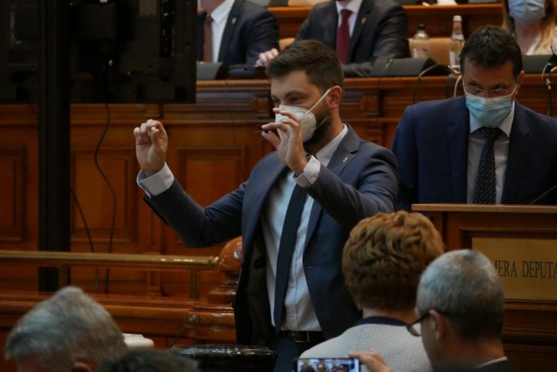 CCR: Parlamentarii pot semna moțiunile de cenzură prin fax/scanare/fotografiere, beneficiază de prezumția de veridicitate